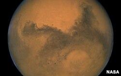 Marte tendría depósitos de agua y de hielo bajo su superficie.
