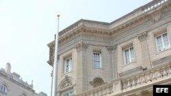 Mástil para la bandera cubana en la futura embajada de Cuba.