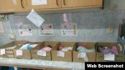 Bebés en cajas de cartón a modo de cunas, en un hospital en Venezuela. (Archivo)