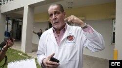 El director del Centro Médico de San Juan, Ernesto Torres, habla con la prensa sobre el estado clínico de Macho Camacho.