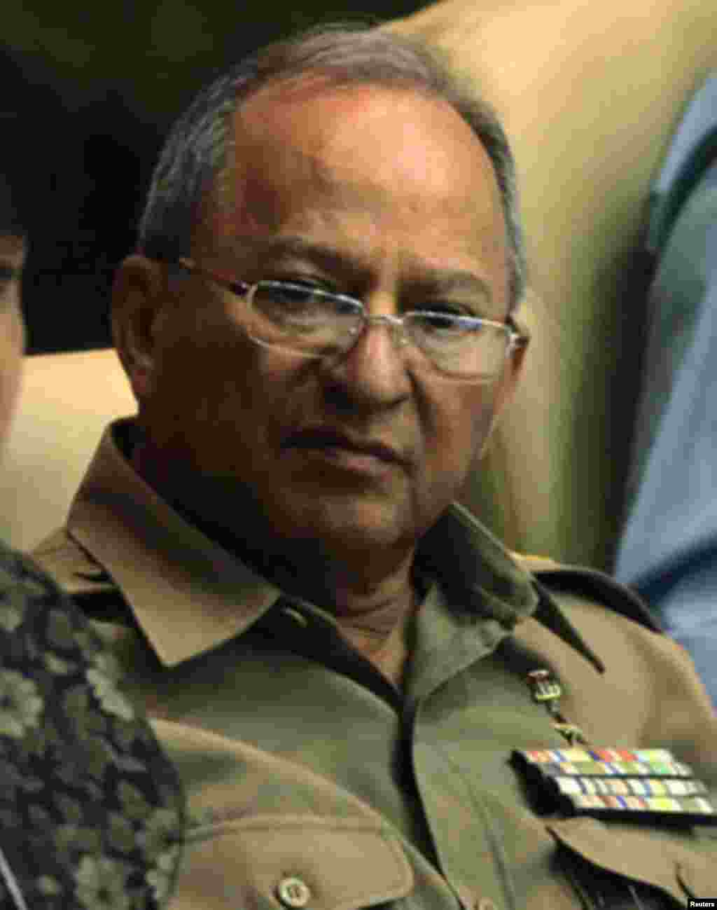 Leopoldo Cintra Frias, Ministro de Defensa.