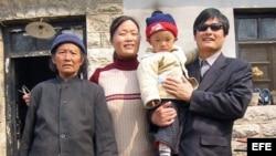 Foto de archivo de Chen con su familia