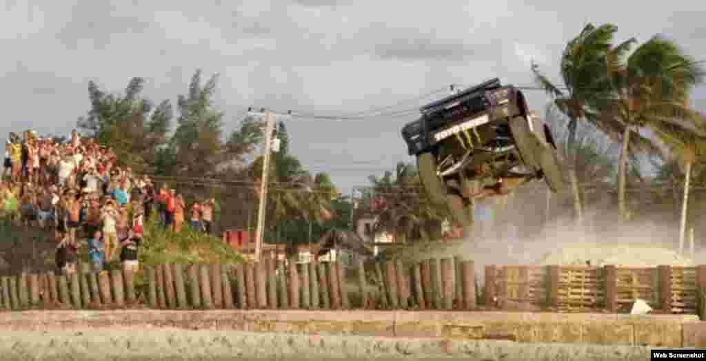 El piloto estadounidense BJ Baldwin recorrió La Habana con su Trophy Truck, un camión de 850 caballos de fuerza.