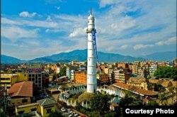 La torre Dharahara (s. XIX) antes de quedar reducida a escombros.
