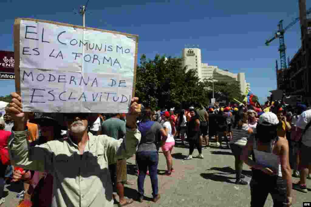 Protesta ante el hotel donde se hospedan los villaclareños, en la Serie del Caribe 2014.