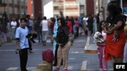 Habitantes de la capital mexicana se ponen a resguardo hoy, sábado 23 de septiembre de 2017, durante un nuevo sismo de magnitud 6,1 que sacudió hoy el centro y sur de México.