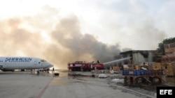 Aeropuerto de Karachi, Pakistán, atacado por los talibanes