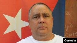 Carceleros botan alimentos de prisionero político