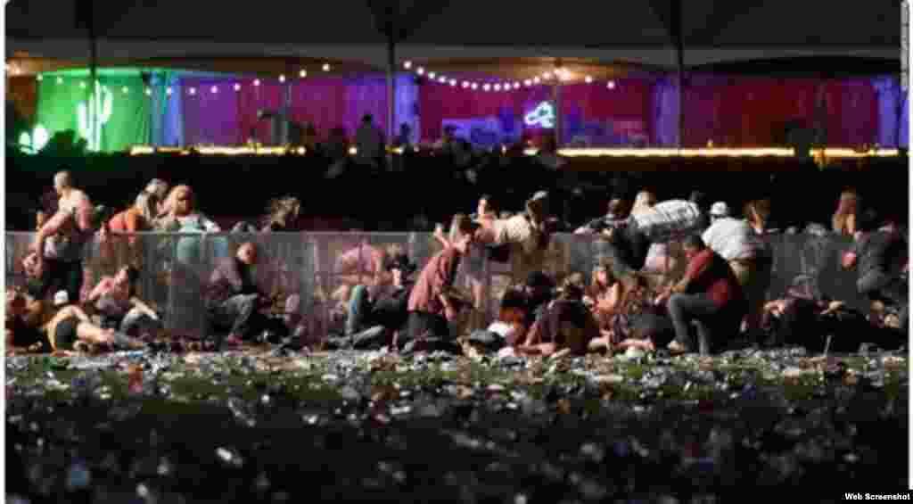 Al menos 50 personas murieron en tiroteo en Las Vegas, más de 200 heridos reporta la policía.