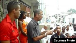 Ovidio Martín se dirige a activistas de UNPACU en Santiago de Cuba. Foto de Archivo.