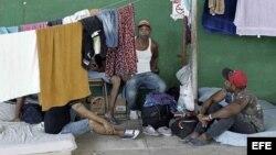 Denuncian hacinamiento de cubanos en Costa Rica