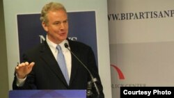 El congresista Chris Van Hollen habla en un evento en Washington el año pasado (Foto: cortesía de la oficina del legislador).