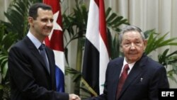 Assad podría correr una suerte similar a la del criminal de guerra nazi Adolf Eichmann si se asila en América Latina, dice el diario.