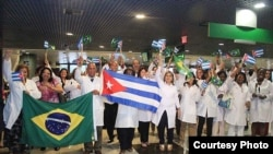 Médicos cubanos llegan a Brasil. Más de 11.800 trabajan ya en ese país.