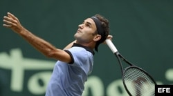 Roger Federer ante el alemán Florian Mayer.