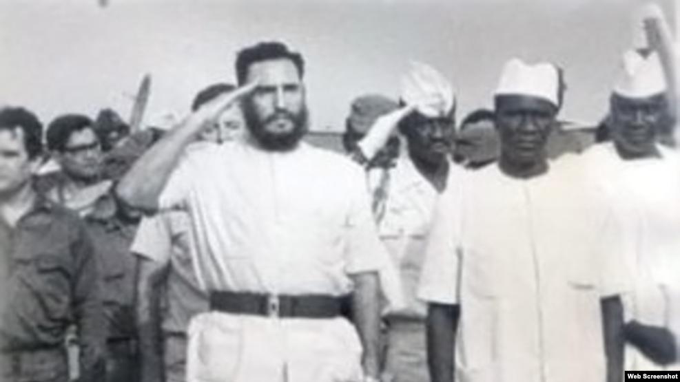 Fidel Castro durante su visita a Nigeria en 1972