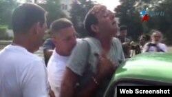Lázaro Yuri Valle Roca fue arrestado en Cuba horas antes de la llegada del presidente Barack Obama.