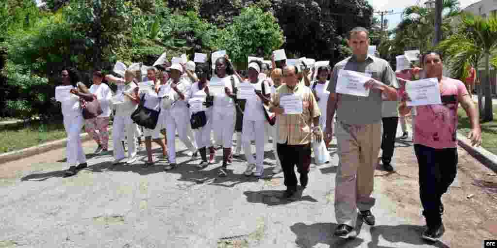 Disidentes cubanos reclaman a la iglesia mediación más activa del estado.