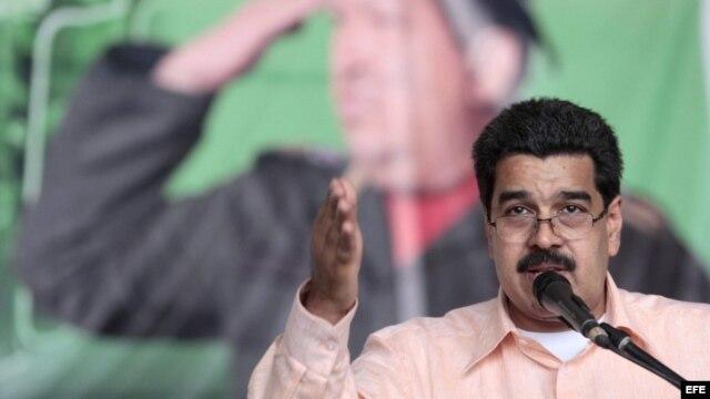 El gobierno cubano estaría apurado porque Chávez pueda juramentar y Nicolás Maduro asuma de nuevo como vicepresidente.