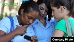 Más de 40 mil cubanos en la isla acceden a los servicios de Apretaste.