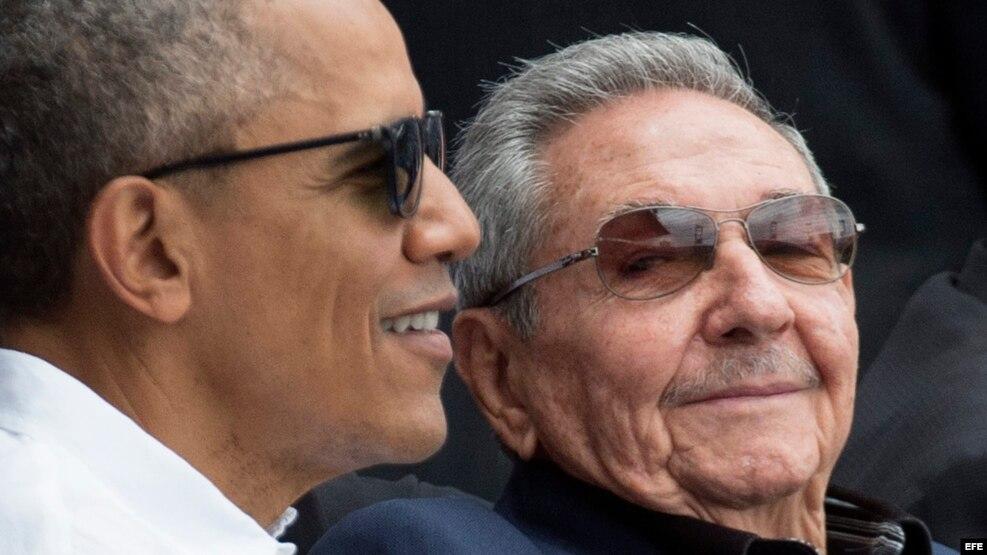 Barack Obama (i) y Raúl Castro (d), en el juego entre el equipo Cuba y los Tampa Bay Rays en el estadio Latinoamericano en La Habana (Cuba).