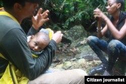 Cubanos durante su travesía en Panamá. Fotos tomadas de Facebook Ruta 25 y de Silvio E. Campos