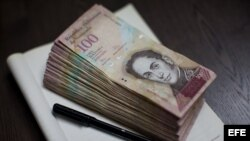 Billetes de 100 bolívares.
