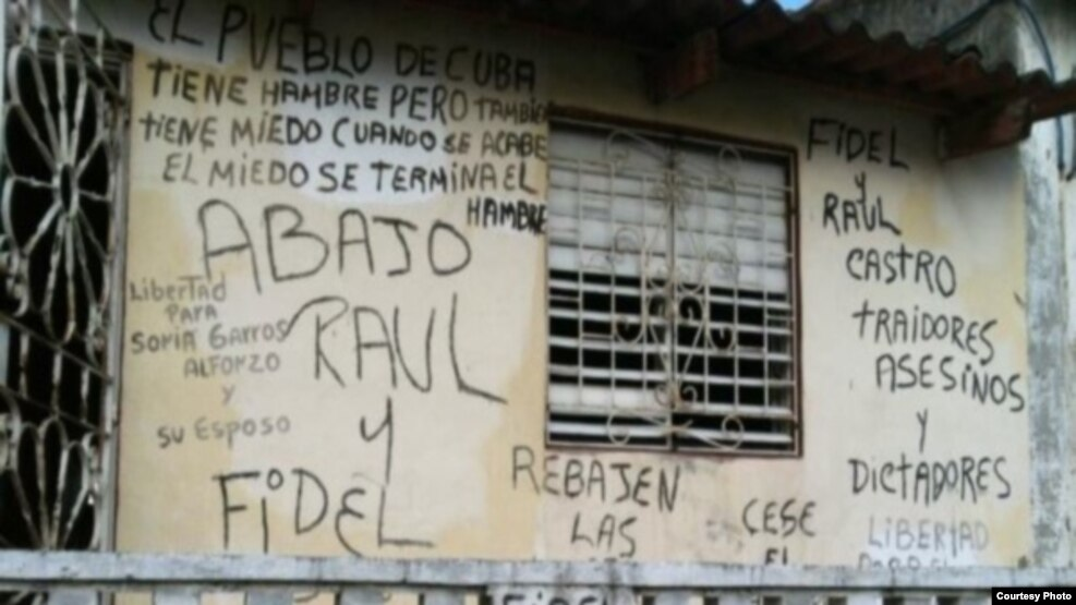 FOTOGALERIA. Los carteles que en Cuba te llevan a la cárcel