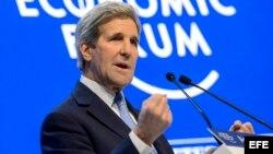 El secretario de Estado estadounidense, John Kerry, interviene en una mesa redonda (22 de enero, 2016).