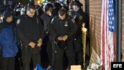Memorial a los dos policías asesinados en Brooklyn, NY.