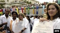 Médicos cubanos recién graduados