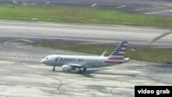 El vuelo 903 de American Airlines busca la pista de despegue hacia Cienfuegos, Cuba.
