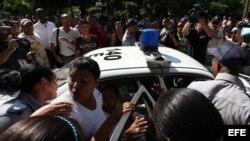 Integrante de las Damas de Blanco es arrestada por la Policía. Archivo.