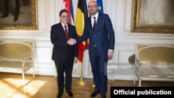 El primer ministro de Bélgica, Charles Michel, recibe al canciller cubano, Bruno Rodríguez.