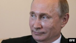 Putin reaparece en público después de varios días de ausencia.