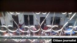Acto de repudio en Santa Clara. Foto tomada desde la segunda planta de la casa @cocofarinas.