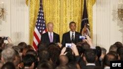 El presidente de EE.UU., Barack Obama, y el vicepresidente estadounidense, Joe Biden, ofrecen un discurso hoy, jueves 13 de junio de 2013, en la Casa Blanca en Washington (DC, EE.UU.) durante un evento con la comunidad gay y lesbiana