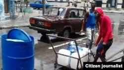 Reporta Cuba. La escasez de agua en Santiago de Cuba. Foto: @Jabueno.