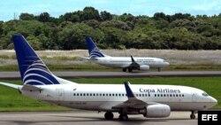 Aviones de la aerolínea panameña Copa Airlines en la pista del aeropuerto Internacional de Tocumen, en Ciudad Panamá.