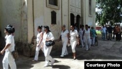 Damas desfilan tras misa en Colón, Matanzas