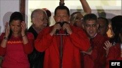 La Unión Europea (UE) felicitó hoy al presidente de Venezuela, Hugo Chávez, por su reelección, al tiempo que le pidió que en su nuevo mandato trabaje en el refuerzo de las instituciones del país y promueva las libertades fundamentales.