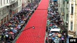 11.541 sillas rojas ocuparon la calle principal de Sarajevo para conmemorar el vigésimo aniversario del comienzo de la guerra (1992-1995).