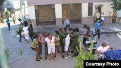 Arrestos de Damas de Blanco domingo 3 de diciembre Foto Angel Moya Acosta