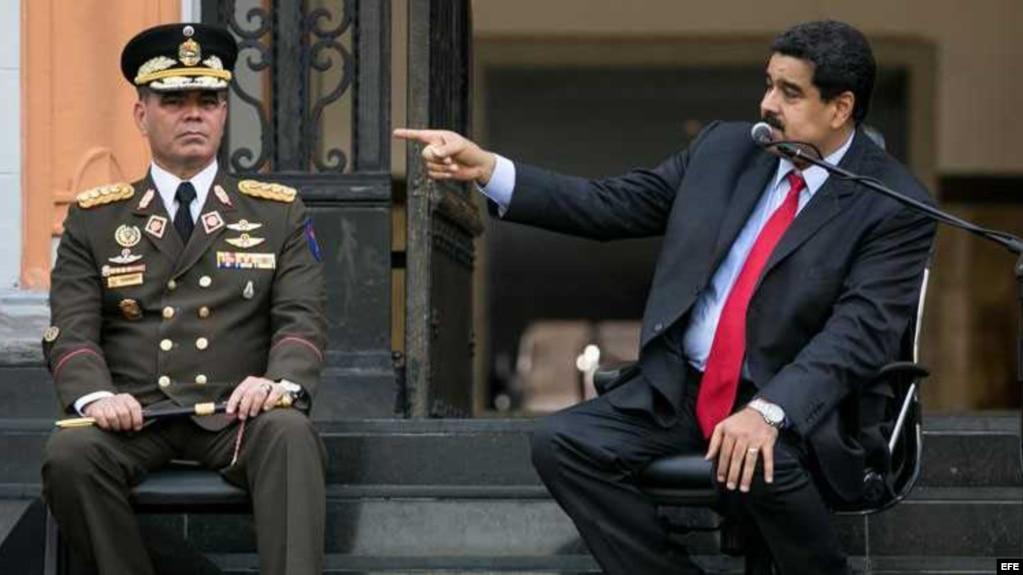 El ministro de Defensa, general Vladimir Padrino y el presidente de Venezuela, Nicolás Maduro.