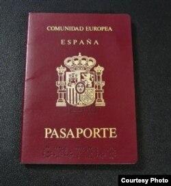 El pasaporte español es una de las concesiones, junto al DNI, que se otorgan a los nacionalizados.