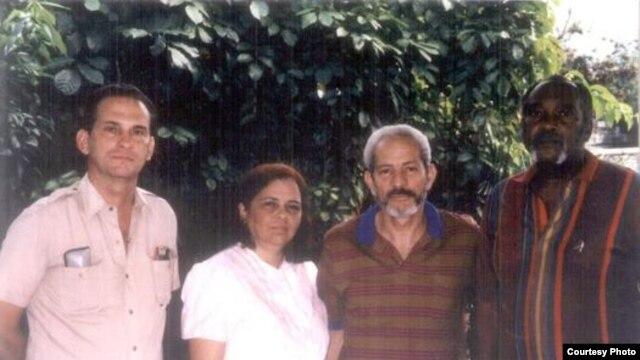 """Autores de """"La Patria es de Todos"""": René Gómez Manzano, Martha Beatriz Roque, Vladimiro Roca y Félix Bonne Carcassés (izq.-der.)."""