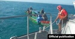 Catorce cubanos fueron avistados en una embarcación rústica cerca de Yucatán.