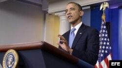 Según El País, Obama tiene la oportunidad de hacer algo que sería recordado como el principio del fin del comunismo en Cuba.