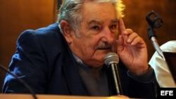 Piden a Mujica no ignorar derechos humanos cuando viaje a Cuba