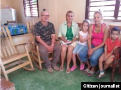 Rigoberto González Vigoa, Daudy Hermelo Lago y la acusada Lazara Yairis García Cruz con sus dos hijos